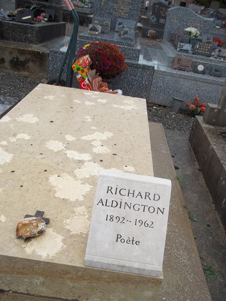 Plaque funéraire pour cimetière gravée sur calcaire / © Art Funéraire